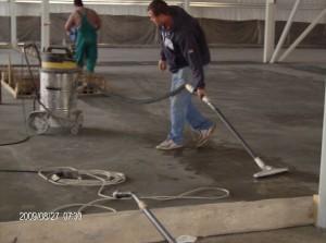 vágott fuga kitakarítása ipari porszívóval